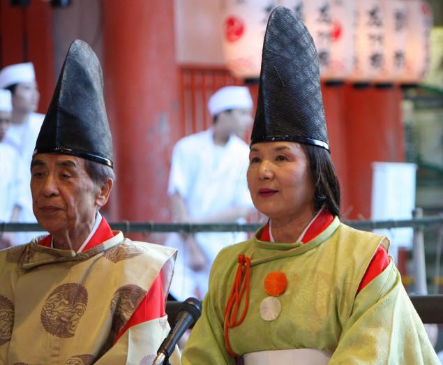 Shinto-präst och prästinna