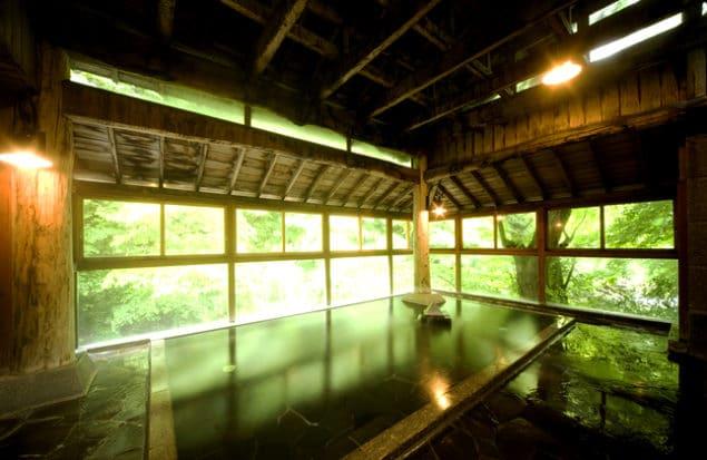 Badhus med varm källa i Sakunami